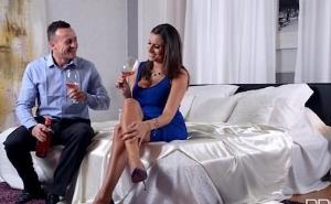 La cita romántica termina con una follada glamurosa