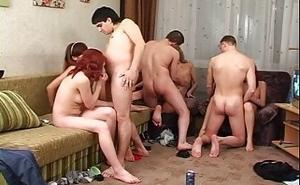 Orgía amateur con jóvenes estudiantes universitarios