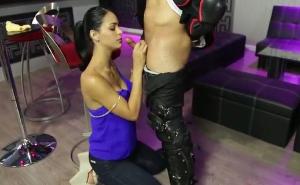 La camarera cubana se lo monta con su último cliente