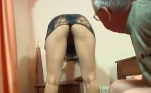 Mi padre me sube la falda y me mete mano sin permiso