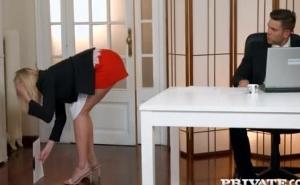La secretaria que todo jefe querría tener en su despacho