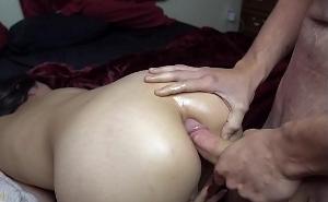 Desvirga a cuatro patas el bonito culo de su novia asiática