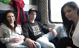 Aprovechan el viaje en tren para hacer un cuarteto sexual