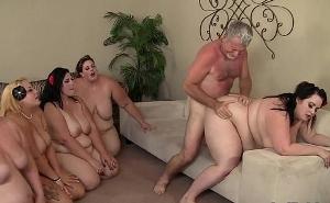 La difícil misión de hacer gozar a cinco mujeres gordas