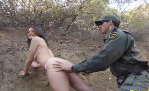 Soborna al guardia para no ser multada