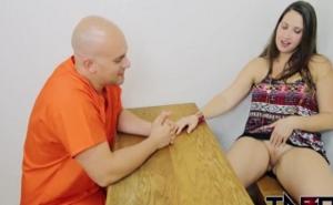 Un vis a vis muy íntimo con su pareja en la cárcel