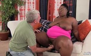 Las mujeres muy gordas le ponen la polla muy dura