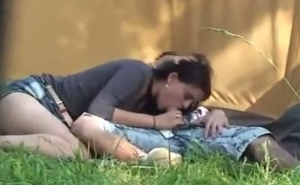 Pilla con una cámara oculta a una pareja follando en público