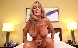 Se divorció de su marido para trabajar en el porno