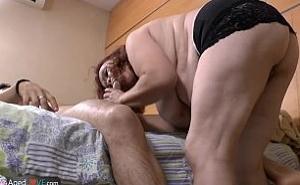 Madura gorda recurre a su hijo para tener un orgasmo