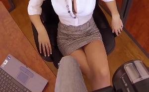 Mi secretaria se esfuerza por quedarse en la empresa
