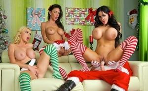 Tres pornostars regalan un gangbang a Papá Noel