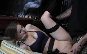 El duro interrogatorio que tuvo que soportar Lara Croft