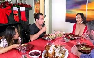 En la cena de navidad me follé dos veces a mi suegra