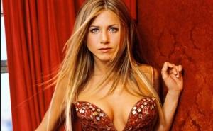Robados, posados y los momentos más sexys de Jennifer Aniston