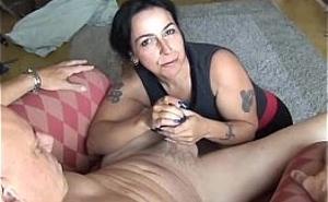Ama de casa se desmelena sexualmente con su amante
