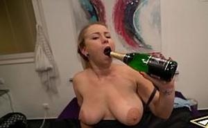 Alemana empieza el año nuevo bien follada y muy borracha