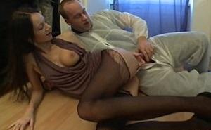 El fontanero se aprovecha sexualmente de su clienta
