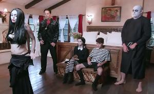 La Familia Addams es promiscua y está más unida que nunca