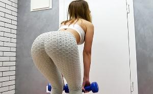 Chica fitness acaba con una corrida sobre su coño