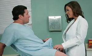 La doctora puso fin a mi problema con las erecciones