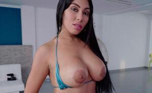 Esta linda colombiana nalgona quiere ser pornostar