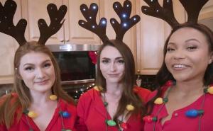 Pasan de hacer galletas de navidad a tener sexo juntas