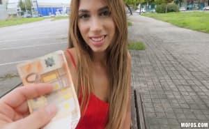 Guapísima venezolana folla con un desconocido por dinero