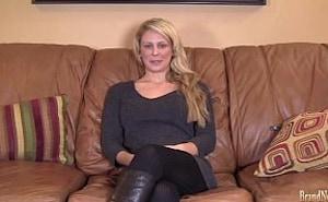 Esta madre viciosa lo deja todo para dedicarse al porno